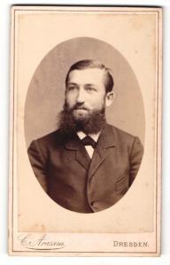 Fotografie C. Arazim, Dresden, Portrait junger Herr mit Vollbart