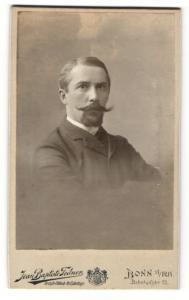 Fotografie Jean Baptiste Feilner, Bonn a/Rh, Portrait Herr mit Oberlippen- und Kinnbart
