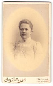 Fotografie Erich Sellin & Co., Berlin-W, Portrait junge Frau mit zusammengebundenem Haar