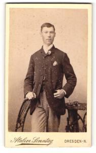 Fotografie Atelier Sonntag, Dresden-N, Portrait junger Mann in feierlicher Garderobe