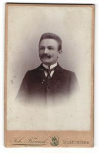 Fotografie Joh. Freund, Schlüchtern, Portrait feiner Herr im Anzug mit Krawatte