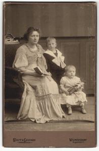 Fotografie Wolff & Leonard, Berlin-Wilmersdorf, Portrait Mutter mit zwei Kindern