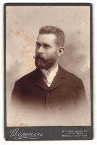 Fotografie Dimmers, Hoboken, NJ, Portrait bürgerlicher Herr im Anzug mit Krawatte und Bart