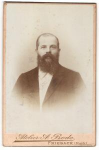 Fotografie A. Bode, Friesack / Mark, Portrait bürgerlicher Herr im Anzug mit Vollbart