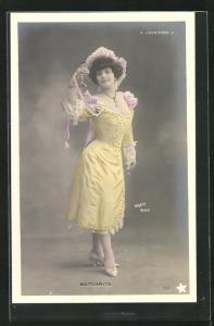 Foto-AK Walery, Paris: Margarita im gelben Kleid mit Hut, L`Europeen