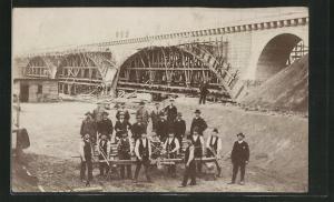 AK Arbeiter beim Strassen- und Brückenbau