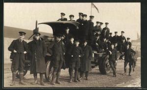 AK Soldaten stehen um einen LKW
