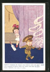 AK Kleiner Soldat mit Pfeife und weinendes Mädchen mit Flasche, Kinder Kriegspropaganda