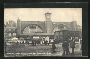 AK London, King`s Cross Station, G. N. R. and Piccadilly Tube, Bahnhof