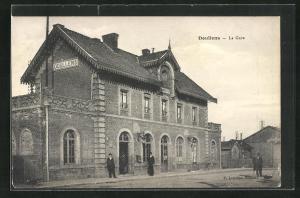 AK Doullens, La Gare, Bahnhof