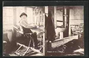 AK Tim Feather at his loom, Teppichweber bei der Arbeit