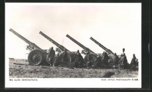 AK Britische Soldaten an ihren Geschützen, Big Guns Demonstrate