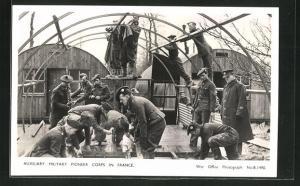 AK Auxiliary Military Pioneer Corps in France, britische Soldaten bauen Unterkünfte