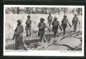 AK Winter on the Western Front, britische Soldaten im Tiefschnee