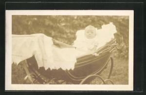 Foto-AK Niedliches Baby im Kinderwagen