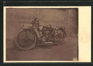 Foto-AK Zündapp Motorrad steht an einer Wand