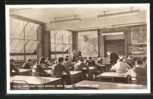 AK Bear Wood, Royal Merchant Navy School, Georgraphy Room, Innenansicht