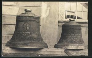 Foto-AK Augustusburg, Glocken der Stadtkirche, 1917 ausgebaut und an die Heeresleitung geliefert, 1. Weltkrieg