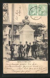 AK Suez, Avenue de Terre plain, Hommes devant Monument