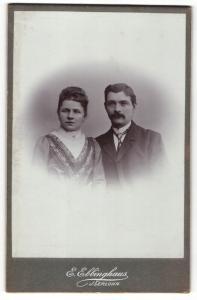 Fotografie E. Ebbinghaus, Iserlohn, Portrait bürgerliches Paar in modischer Kleidung