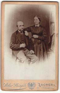 Fotografie Atelier Steinfels, Aachen, Portrait bürgerliches Paar in festlicher Kleidung