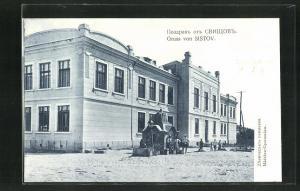 AK Sistov, Leute vor einem Wohnhaus