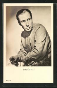 AK Schauspieler Carl Raddatz mit Zigarette