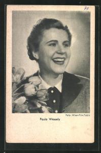 AK Schauspielerin Paula Wesely mit Blumenstrauss