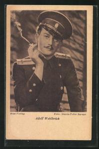 AK Schauspieler Adolf Wahlbrück in Uniform mit Schirmmütze & Zigarette