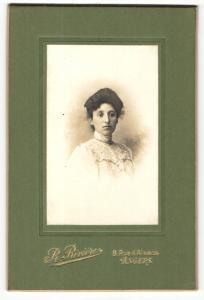 Fotografie R. Riviere, Angers, Portrait bürgerlich gekleidete Dame mit Hochsteckfrisur