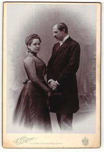 Fotografie C. Pietzner, Wien, Portrait bürgerliches Paar in hübscher Kleidung