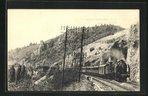 AK Französische Eisenbahn 1 B. LE 52 bis Toulouse-Paris in hügeliger Landschaft