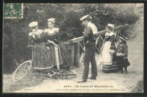 AK La Lecon de Bicyclette, Tröstung eines mit dem Fahrrad gestürzten Mädchens