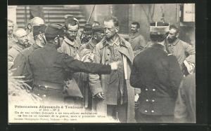 AK Toulouse, Prisonniers Allemands, Un de nos soldats demande a un sous-officier ambulancier..., Kriegsgefangene