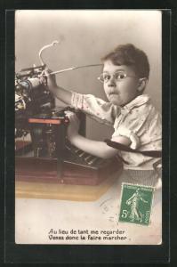 AK Kleiner Junge an der Schreibmaschine