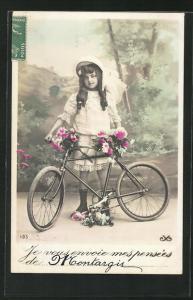 AK Hübsches Mädchen mit Blumen und Fahrrad