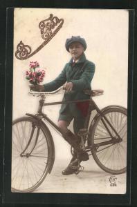 AK Junger Mann mit Fahrrad und einem Blumentopf