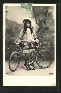 AK Junges Mädchen mit seinem Fahrrad