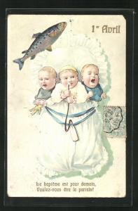AK Schreiende Kleinkinder im Rüschenbett, Fisch, Gruss zum 1. April
