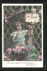 AK Mädchen präsentiert Blumen und Fisch, 1. April