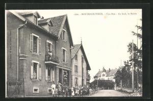 AK Montreux-Vieux, Une Rue, Au fond, la Mairie