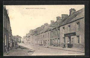 AK Beaumont-Hague, Strassenpartie im Ort