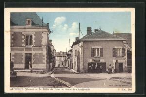 AK Archigny, Le Dèbit de Tabac et Route de Chatellerault