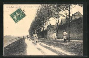 AK St-Dye-sur-Loire, Les Ramparts sur la Loire