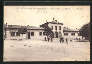 AK Charbonnieres-les-Vieilles, La Mairie et les Ecoles