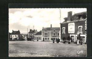 AK Varades, La Place-a gauche, LÈntrèe de la Route de Saint Florent