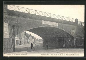 AK Ramboulliet, Le Pont Hardi et la Rue de la Garenne