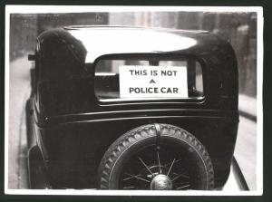Fotografie Auto-Ausstellung London, Auto Ford mit Schild: This is not a Police Car