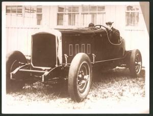 Fotografie Pilot Charles Lindbergh am Steuer eines Auto's - Rennwagen in Detroit
