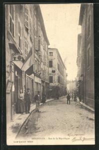 AK Brignoles, Rue de la Republique, Strassenpartie